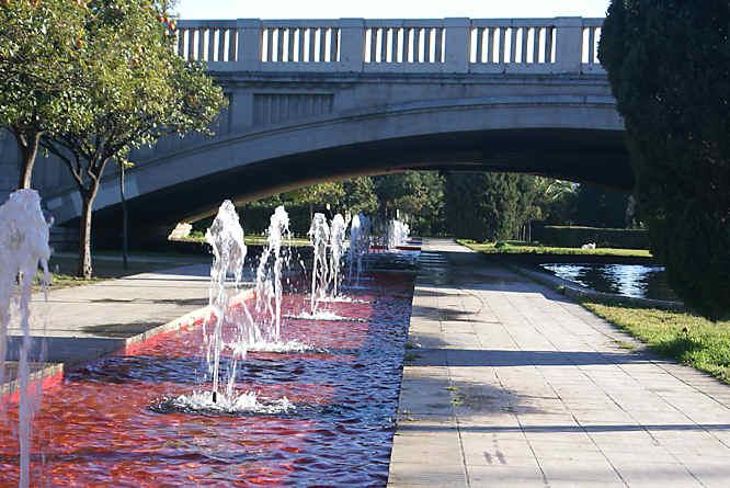 Valencia turia river park and gardens jardines del turia for Hotel nh jardines del turia