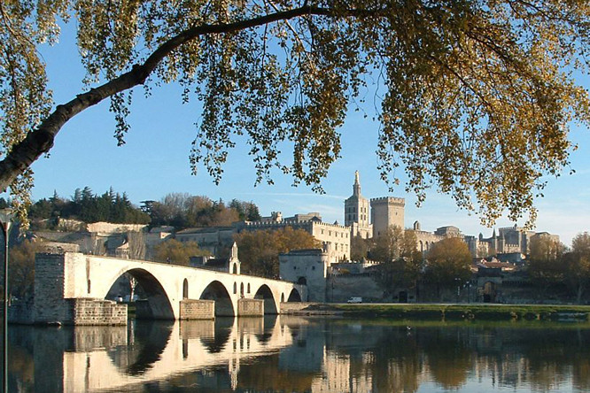 Sur Le pont d'Avignon South of France