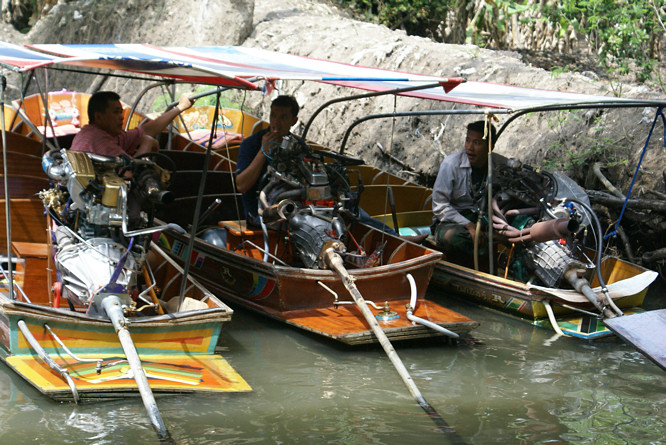 Damnoen Saduak Floating Market transport
