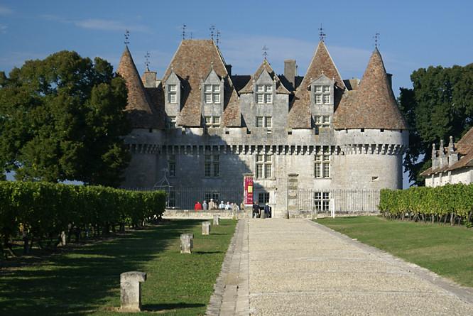 chateau de monbazillac entrance - Chateau De Monbazillac Mariage