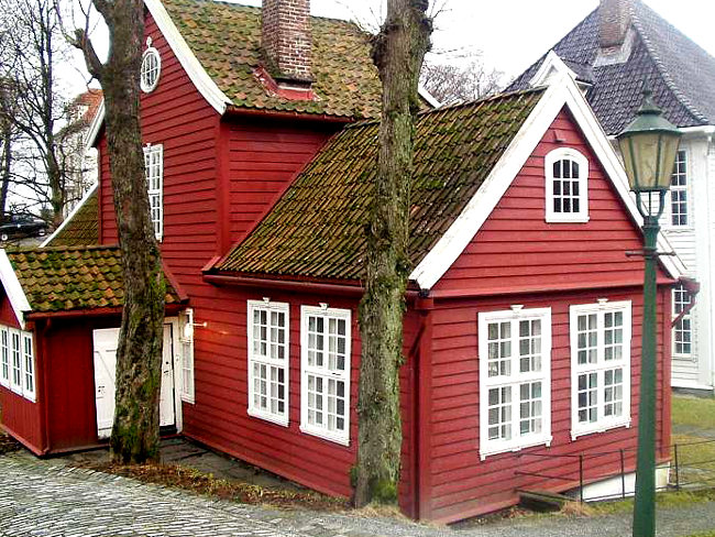 The gamle bergen museum in norway for Norway wooden houses