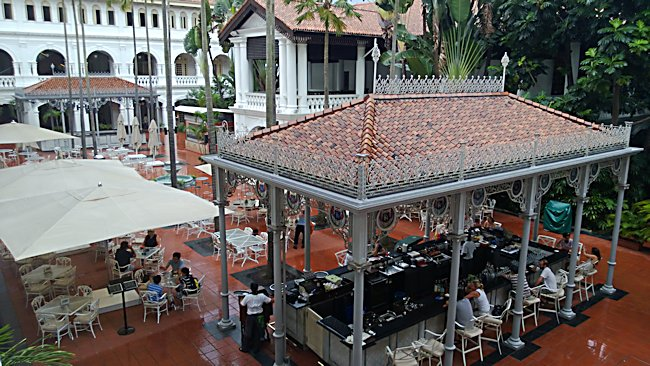 Courtyard bar Raffles Singapore
